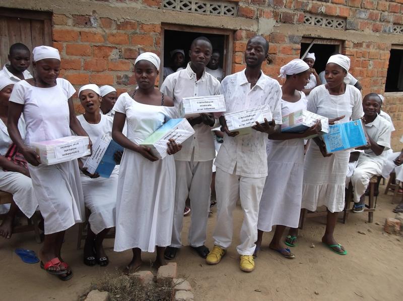 Une école d'infirmières réceptionne les livres du Centre pour la Promotion de la Santé